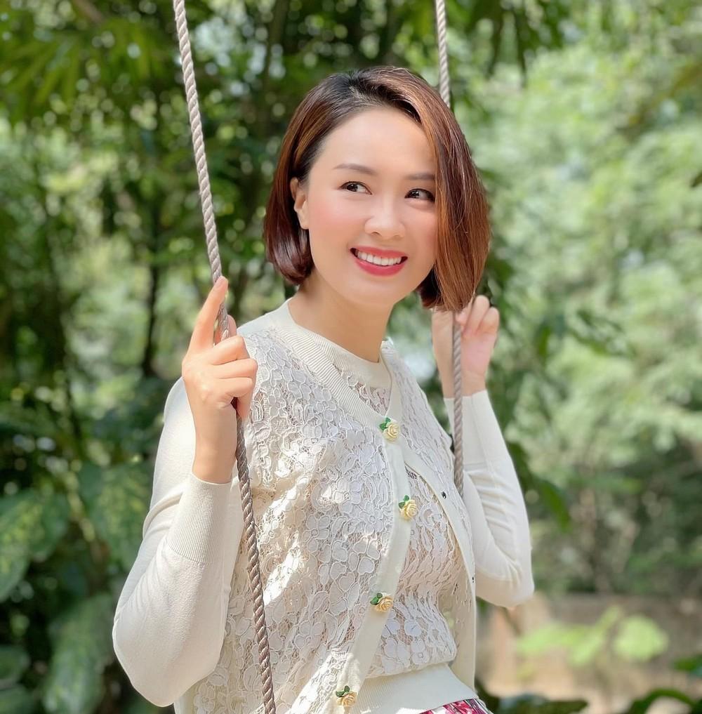 Hồng Diễm trẻ trung tựa đôi mươi khiến fan 'lụi tim'