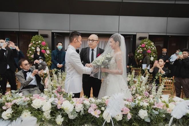 Hôn lễ đặc biệt của á hậu Hồng Kông thời COVID-19