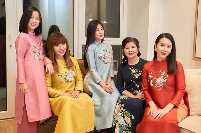 Sao Việt xúng xính áo dài đủ kiểu dáng, màu sắc đẹp ngất ngây đón Tết