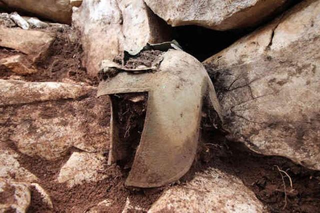 Phát hiện mũ giáp cổ hơn 2.000 năm tuổi trong ngôi mộ chiến binh