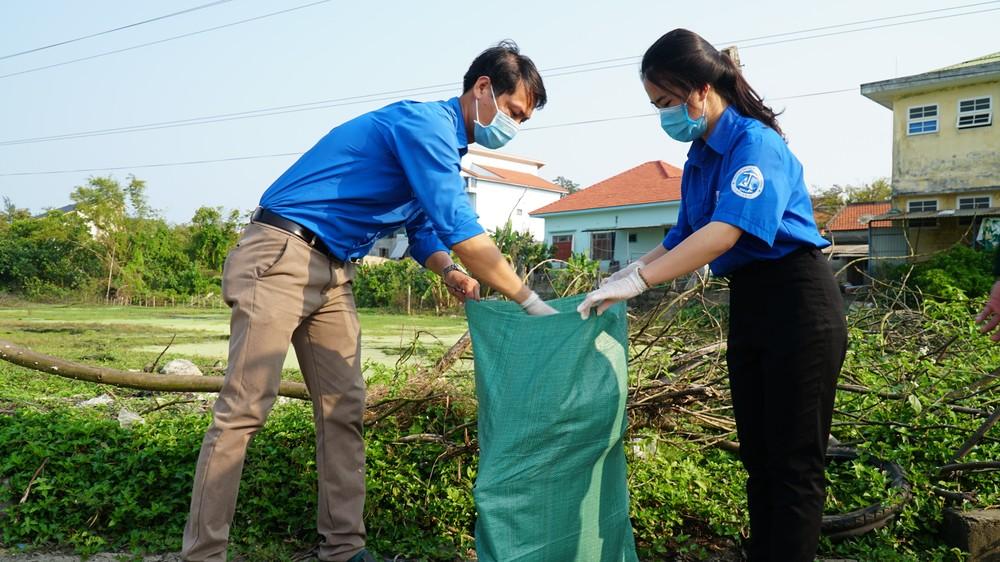 TT-Huế: Chung tay làm sạch, đẹp môi trường trong Tháng thanh niên