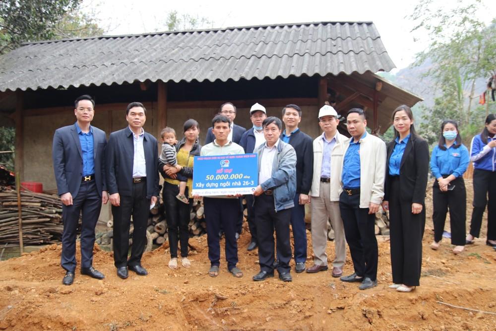 Thanh niên Ban Tổ chức Trung ương Đảng xây tổ ấm cho người nghèo Tuyên Quang