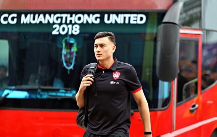 Đội bóng Nhật chiêu mộ thủ môn mới, Văn Lâm nguy cơ thất nghiệp