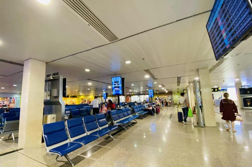 Sân bay Tân Sơn Nhất vắng hoe ngày mồng 1 Tết