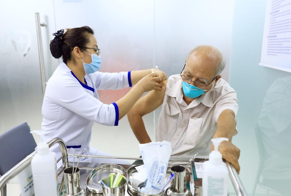 Hành trình đưa lô vắc xin ngừa COVID-19 đầu tiên về Việt Nam