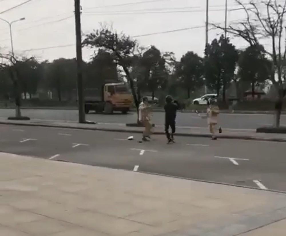 Nam thanh niên vi phạm giao thông, dùng côn tấn công CSGT ở Hải Phòng