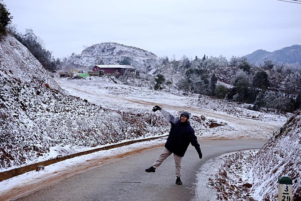 Đổ xô du lịch ngày rét đậm, 'cháy vé' tour ngắm tuyết ở miền núi phía Bắc