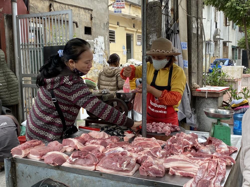 Cận Tết, giá thịt lợn ở Hà Nội giảm mạnh