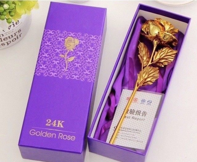 Xuất hiện hoa hồng 'mạ vàng' giá chỉ 10.000 đồng/bông