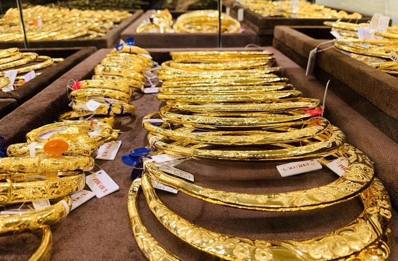 Cuối tuần, giá vàng tiếp tục giảm sâu - giá vàng hôm nay