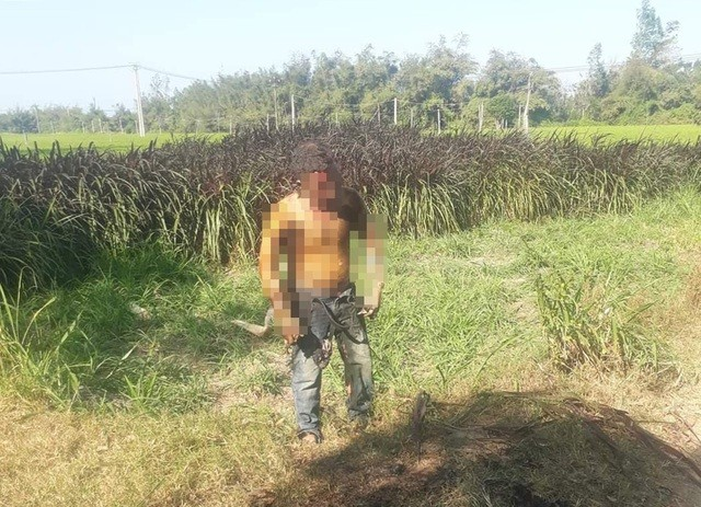 Bản tin 8H: Người đàn ông tầm xăng tự thiêu ven đường