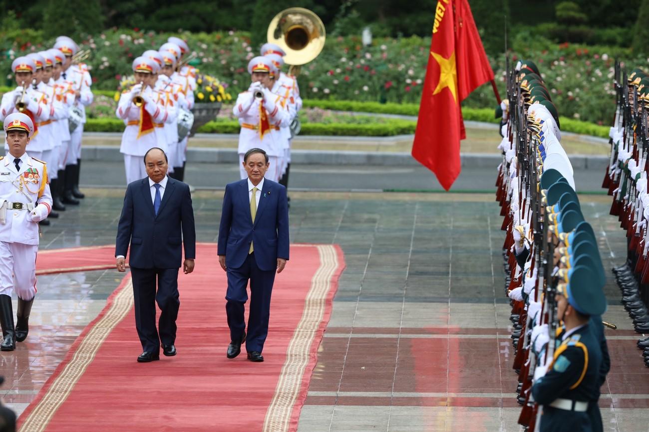 Thủ tướng Nguyễn Xuân Phúc chủ trì lễ đón thủ tướng Nhật Bản Suga Yoshihide ảnh 3