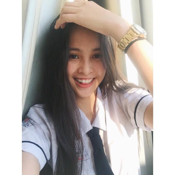Loạt ảnh đời thường chưa từng tiết lộ của tân Hoa hậu Trần Tiểu Vy ảnh 3
