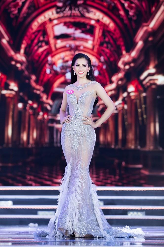 Hành trình đến vương miện của tân Hoa hậu Trần Tiểu Vy ảnh 10