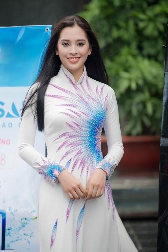Hành trình đến vương miện của tân Hoa hậu Trần Tiểu Vy ảnh 1