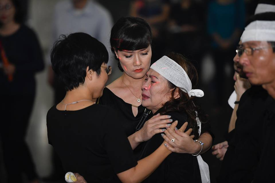 Sao Việt khóc nghẹn tiễn đưa 'trùm hài Tết' đất Bắc Phạm Đông Hồng ảnh 1