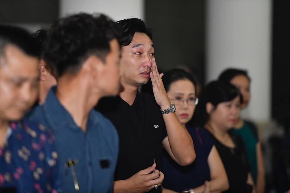Sao Việt khóc nghẹn tiễn đưa 'trùm hài Tết' đất Bắc Phạm Đông Hồng ảnh 4