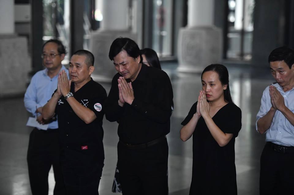 Sao Việt khóc nghẹn tiễn đưa 'trùm hài Tết' đất Bắc Phạm Đông Hồng ảnh 5
