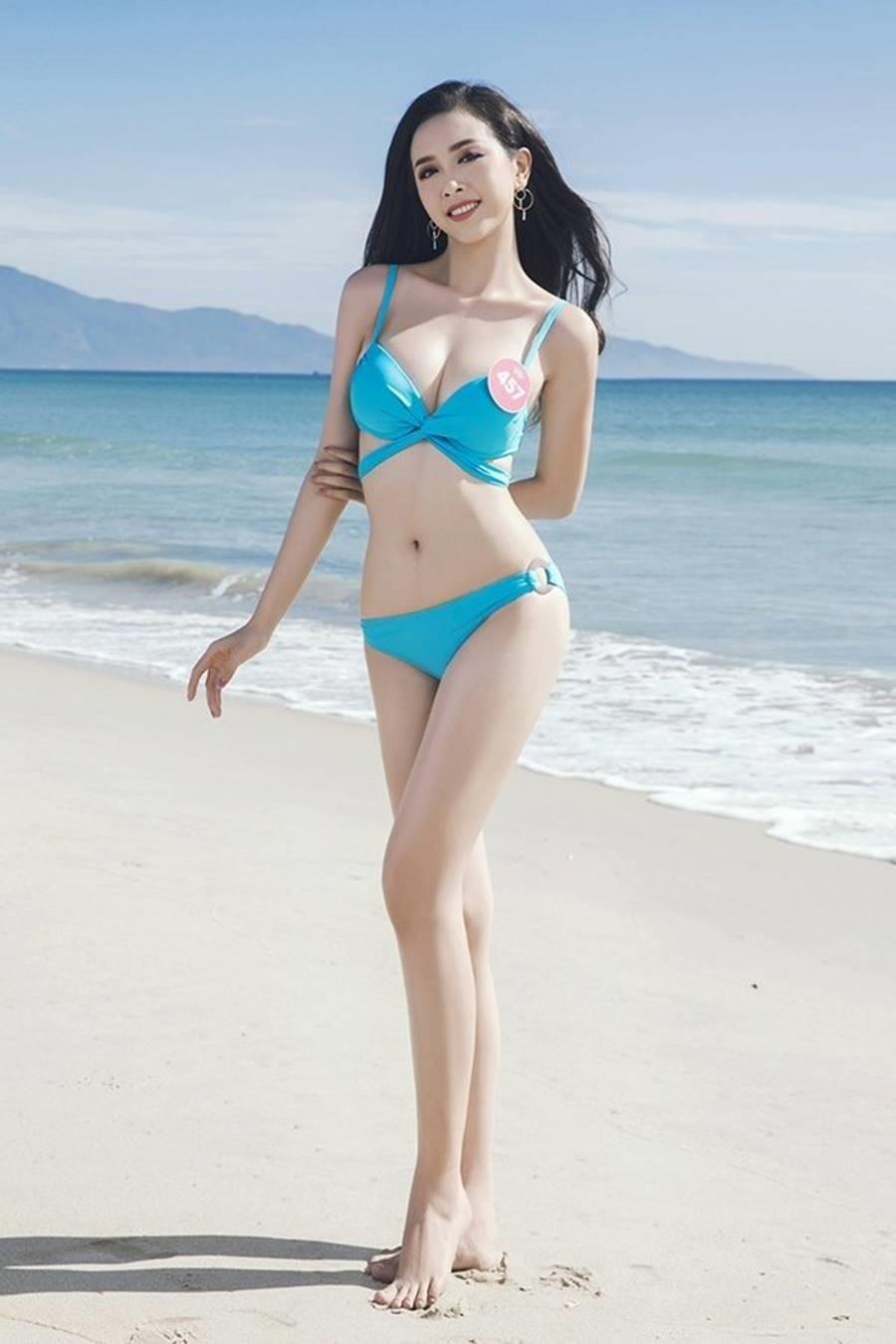 'Bỏng mắt' ngắm tân Hoa hậu Trần Tiểu Vy khoe dáng với bikini ảnh 12