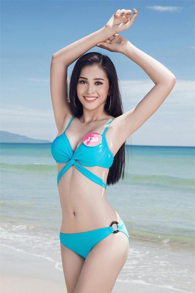 'Bỏng mắt' ngắm tân Hoa hậu Trần Tiểu Vy khoe dáng với bikini ảnh 1