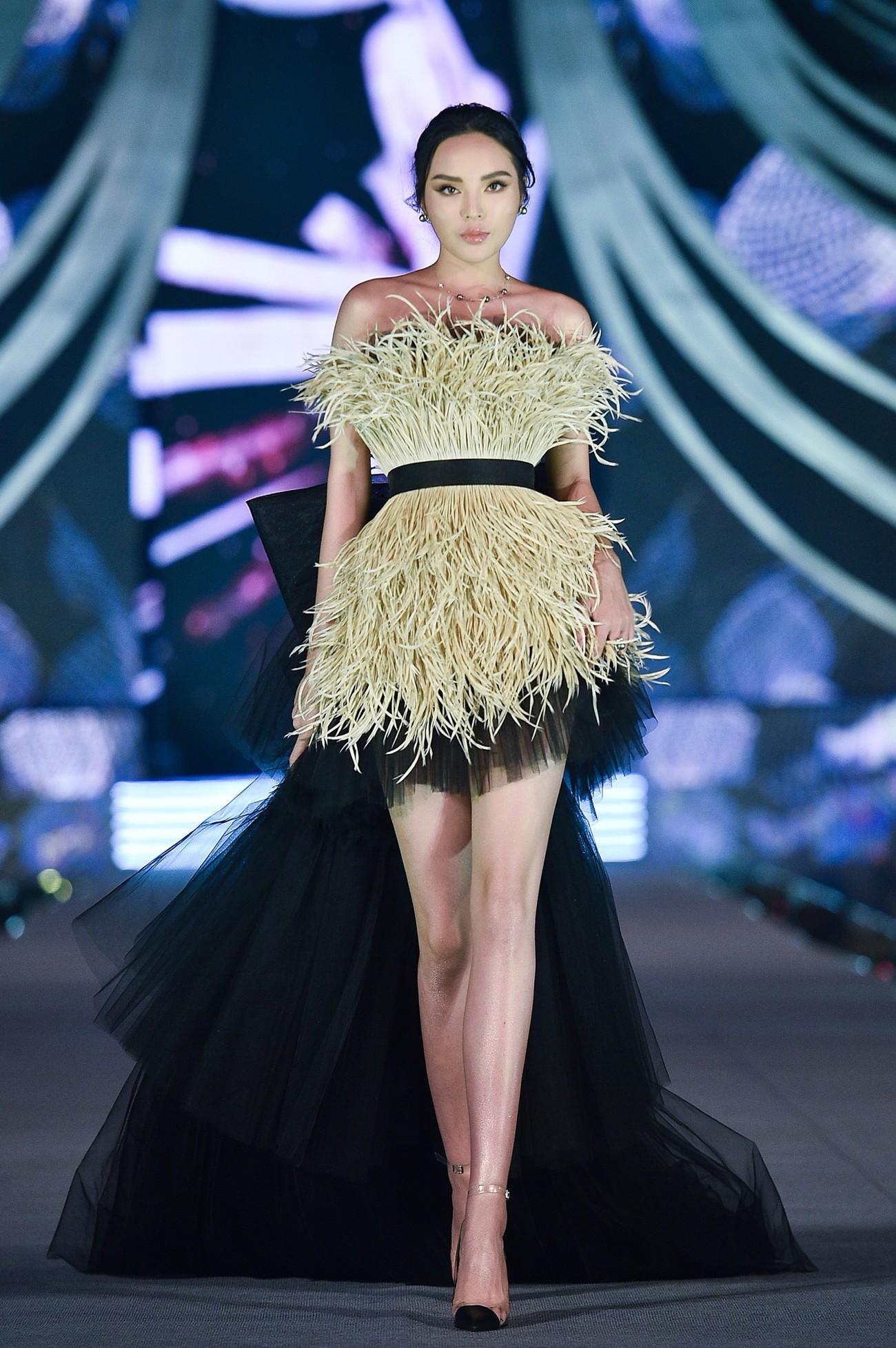 Thí sinh HHVN 2020 catwalk kiêu sa bên 2 nàng hậu Kỳ Duyên, Tiểu Vy ảnh 2