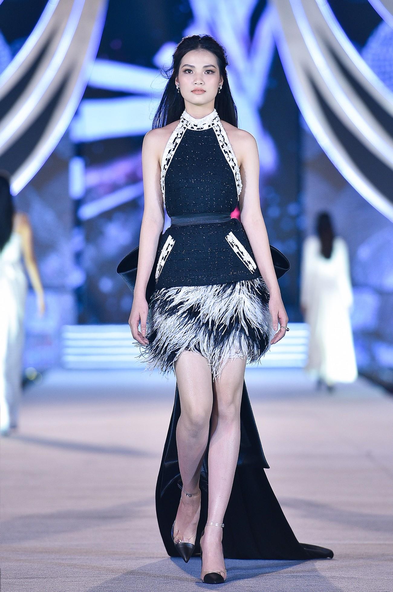 Thí sinh HHVN 2020 catwalk kiêu sa bên 2 nàng hậu Kỳ Duyên, Tiểu Vy ảnh 12
