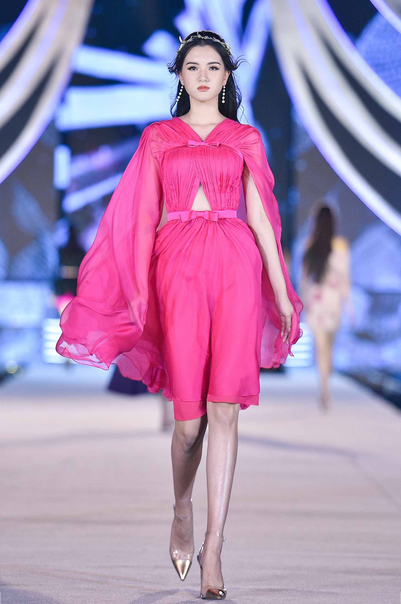 Thí sinh HHVN 2020 catwalk kiêu sa bên 2 nàng hậu Kỳ Duyên, Tiểu Vy ảnh 6