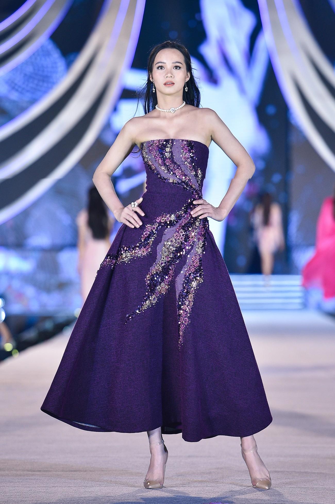 Thí sinh HHVN 2020 catwalk kiêu sa bên 2 nàng hậu Kỳ Duyên, Tiểu Vy ảnh 7
