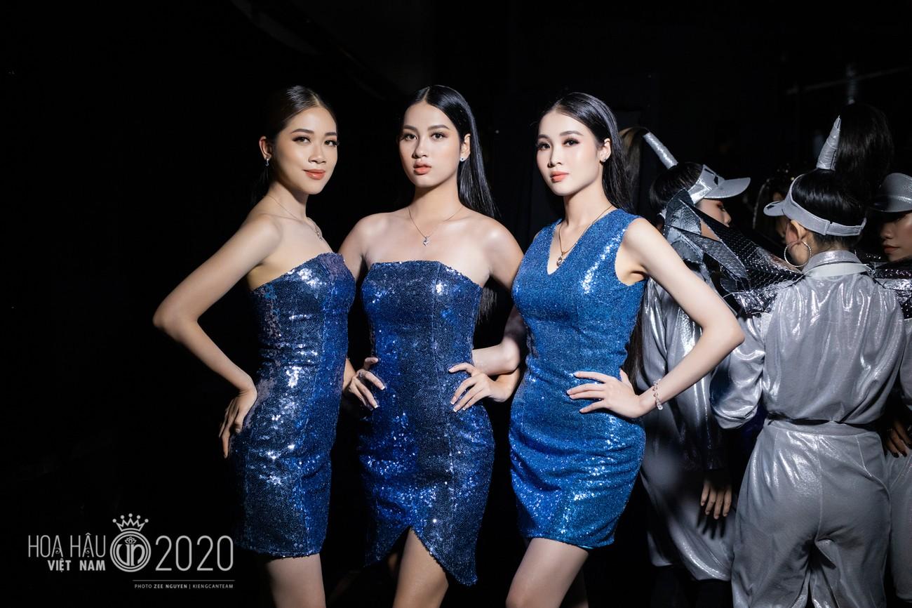 Hé lộ loạt ảnh hậu trường chung kết xinh đẹp của Hoa hậu Đỗ Thị Hà và các thí sinh ảnh 13