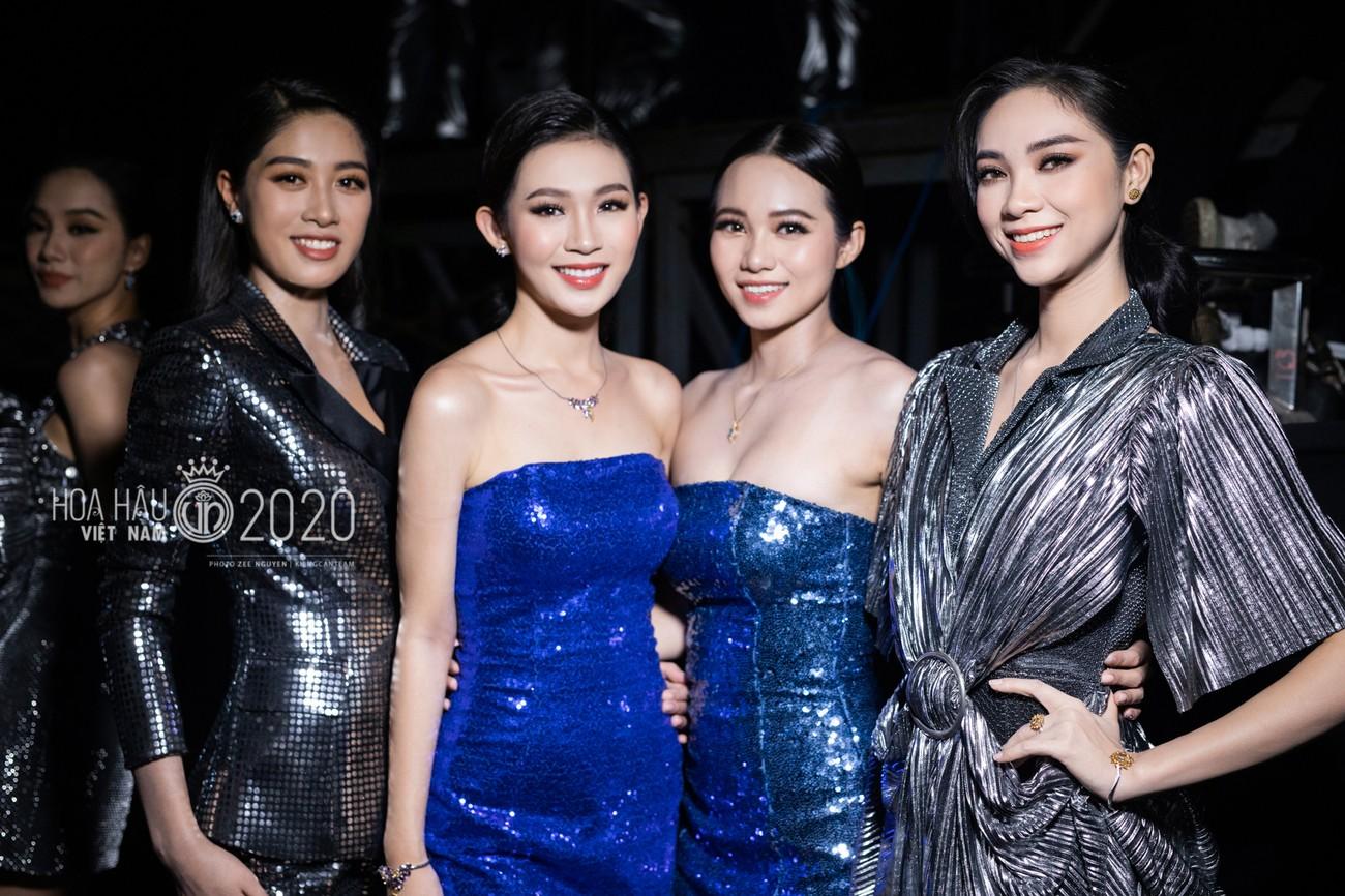 Hé lộ loạt ảnh hậu trường chung kết xinh đẹp của Hoa hậu Đỗ Thị Hà và các thí sinh ảnh 14