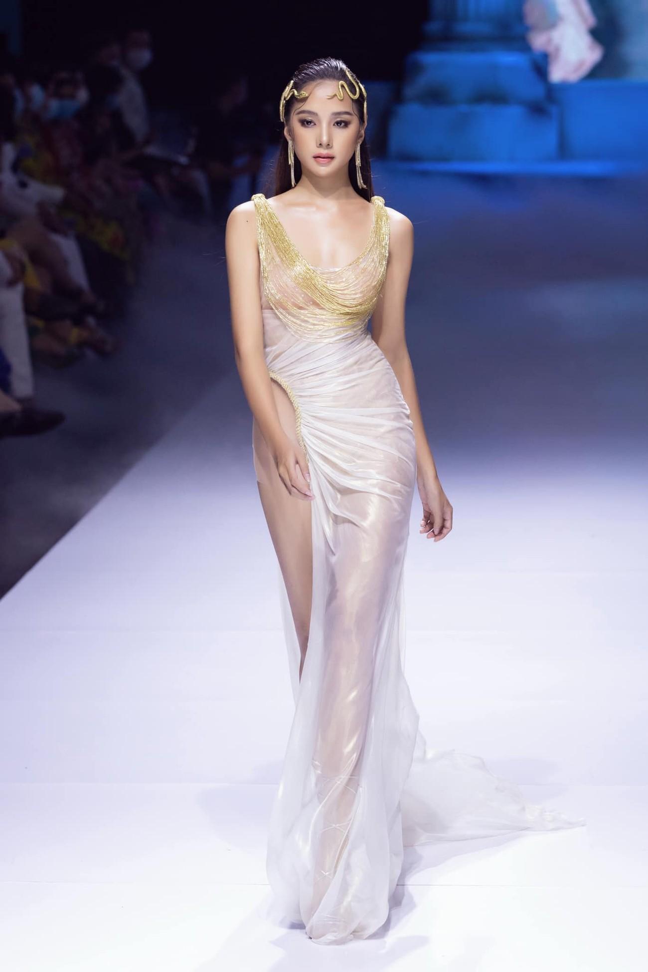 Dàn người đẹp của Hoa hậu Việt Nam 2020 thần thái cuốn hút trên sàn catwalk ảnh 6