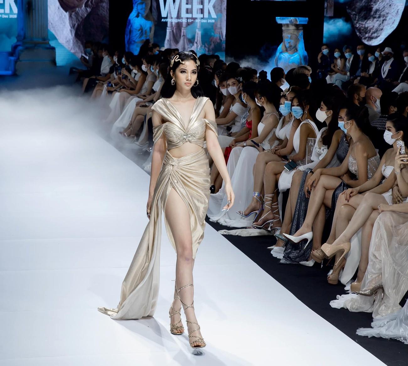 Dàn người đẹp của Hoa hậu Việt Nam 2020 thần thái cuốn hút trên sàn catwalk ảnh 11
