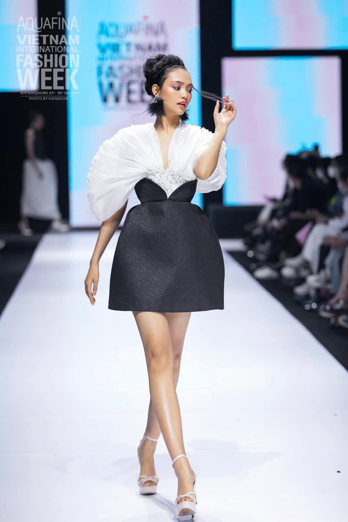 Dàn người đẹp của Hoa hậu Việt Nam 2020 thần thái cuốn hút trên sàn catwalk ảnh 13