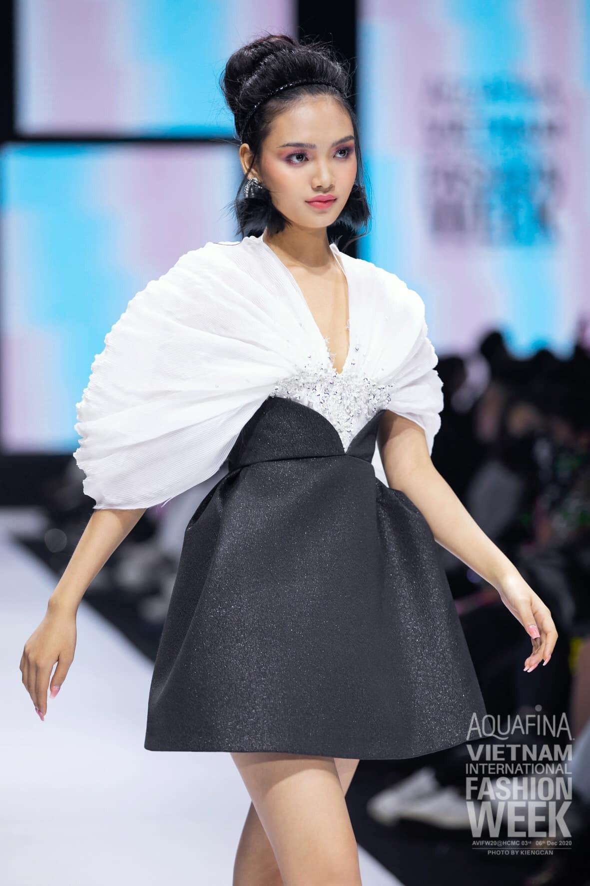 Dàn người đẹp của Hoa hậu Việt Nam 2020 thần thái cuốn hút trên sàn catwalk ảnh 14