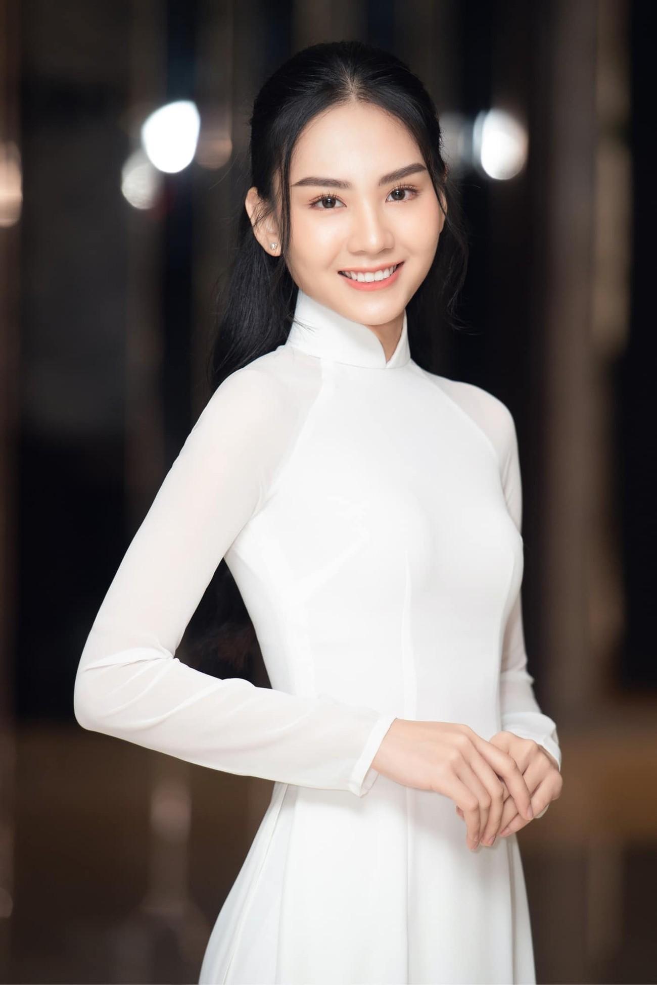 Người đẹp Nhân ái Huỳnh Nguyễn Mai Phương: Khi nhẹ nhàng như sương mai, khi sexy biến hóa ảnh 1