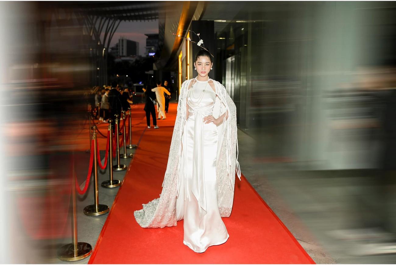 Người đẹp Cẩm Đan diện áo yếm gợi cảm kiêu kỳ ảnh 4