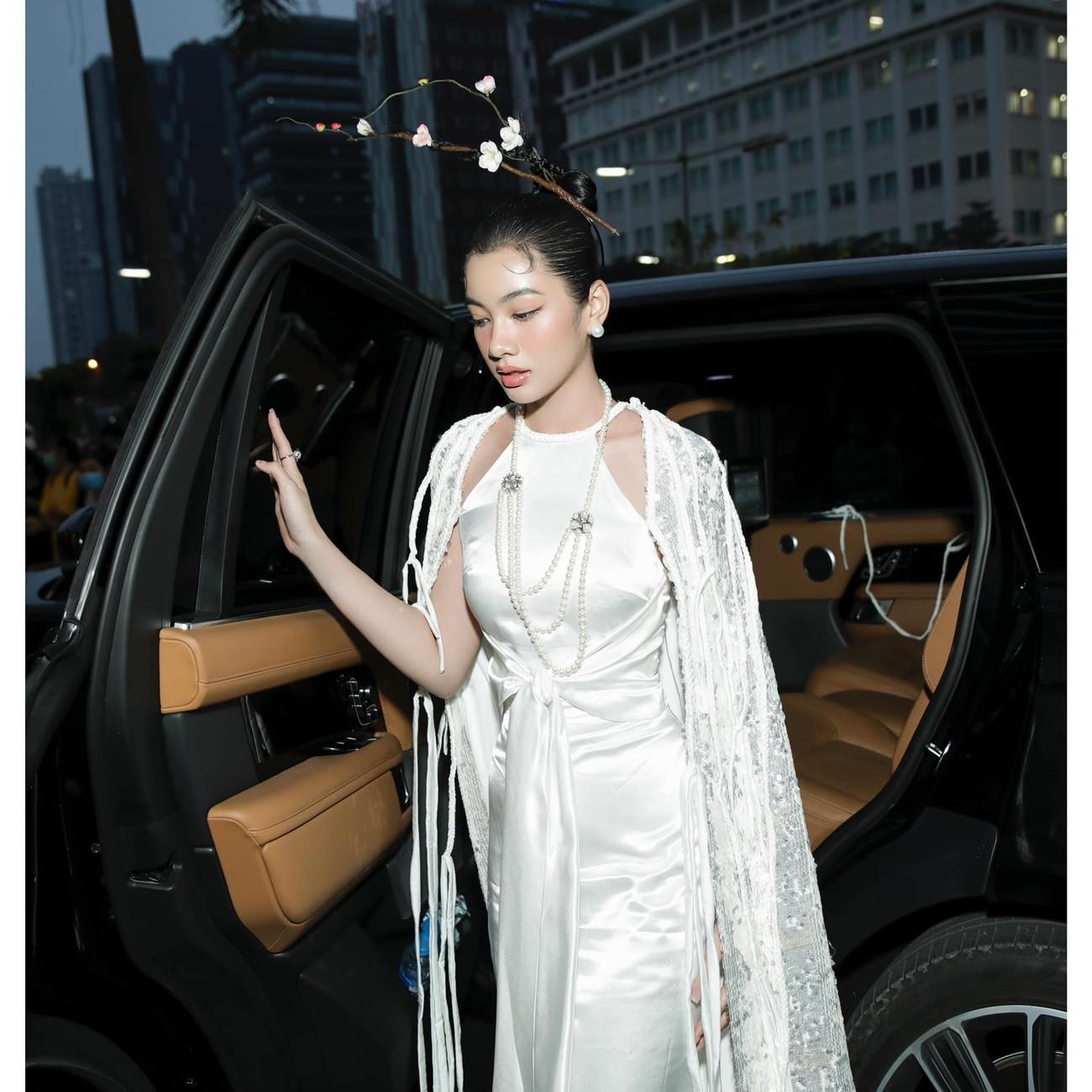 Người đẹp Cẩm Đan diện áo yếm gợi cảm kiêu kỳ ảnh 5