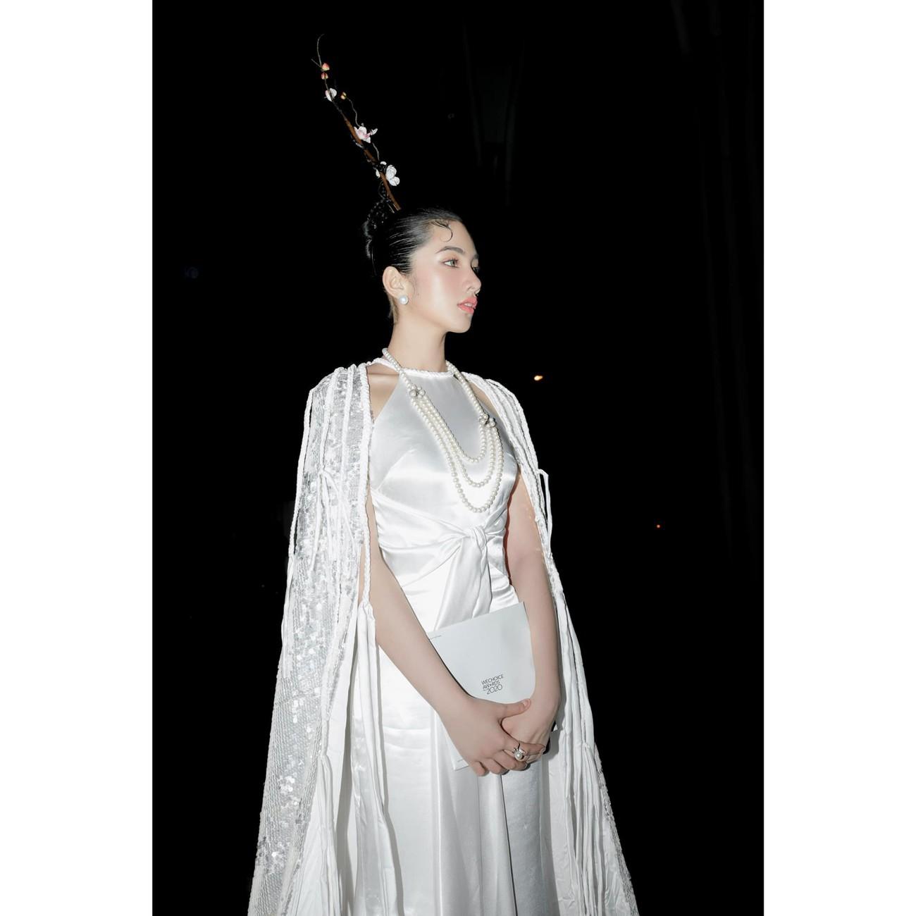Người đẹp Cẩm Đan diện áo yếm gợi cảm kiêu kỳ ảnh 3
