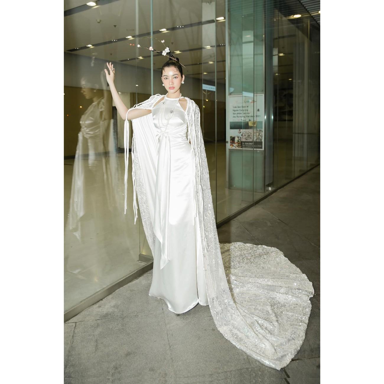 Người đẹp Cẩm Đan diện áo yếm gợi cảm kiêu kỳ ảnh 7