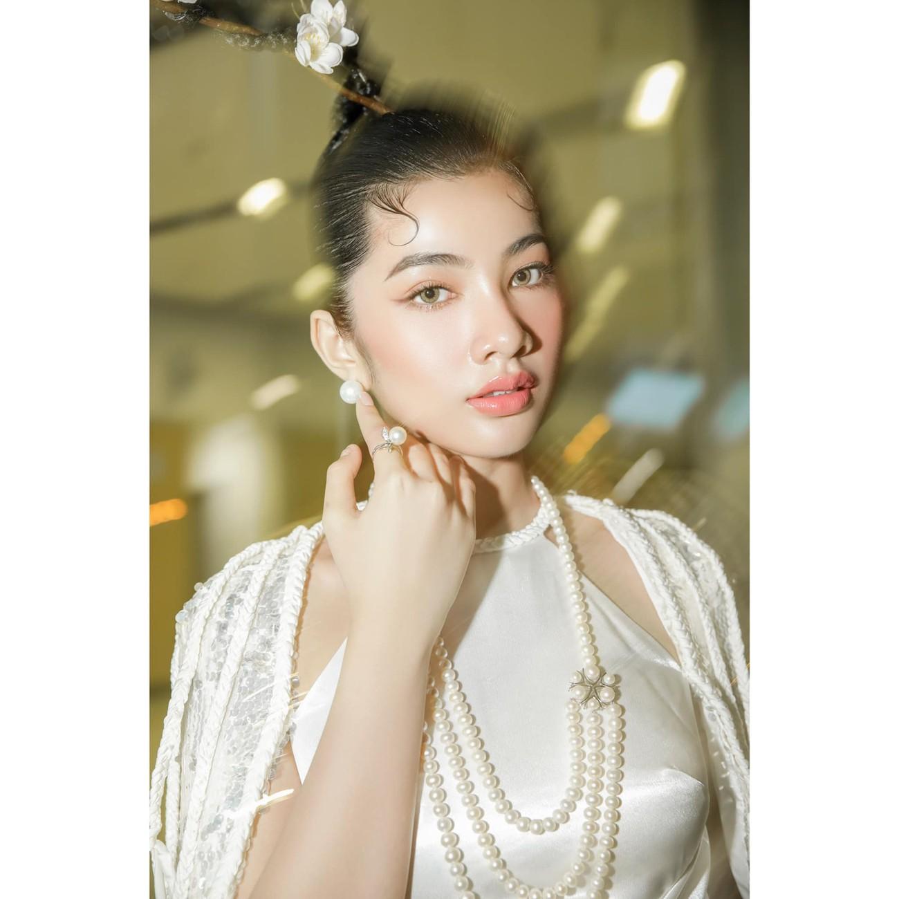 Người đẹp Cẩm Đan diện áo yếm gợi cảm kiêu kỳ ảnh 1