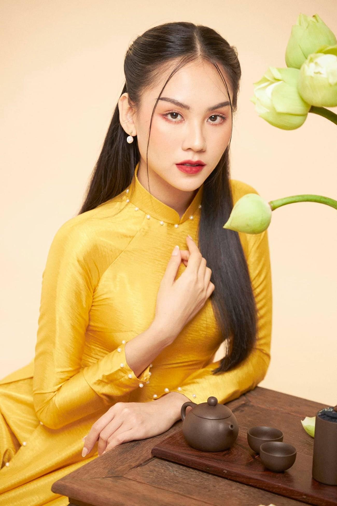 Người đẹp Nhân ái Huỳnh Nguyễn Mai Phương mặc áo dài chụp ảnh bên hoa sen đẹp như tranh ảnh 2