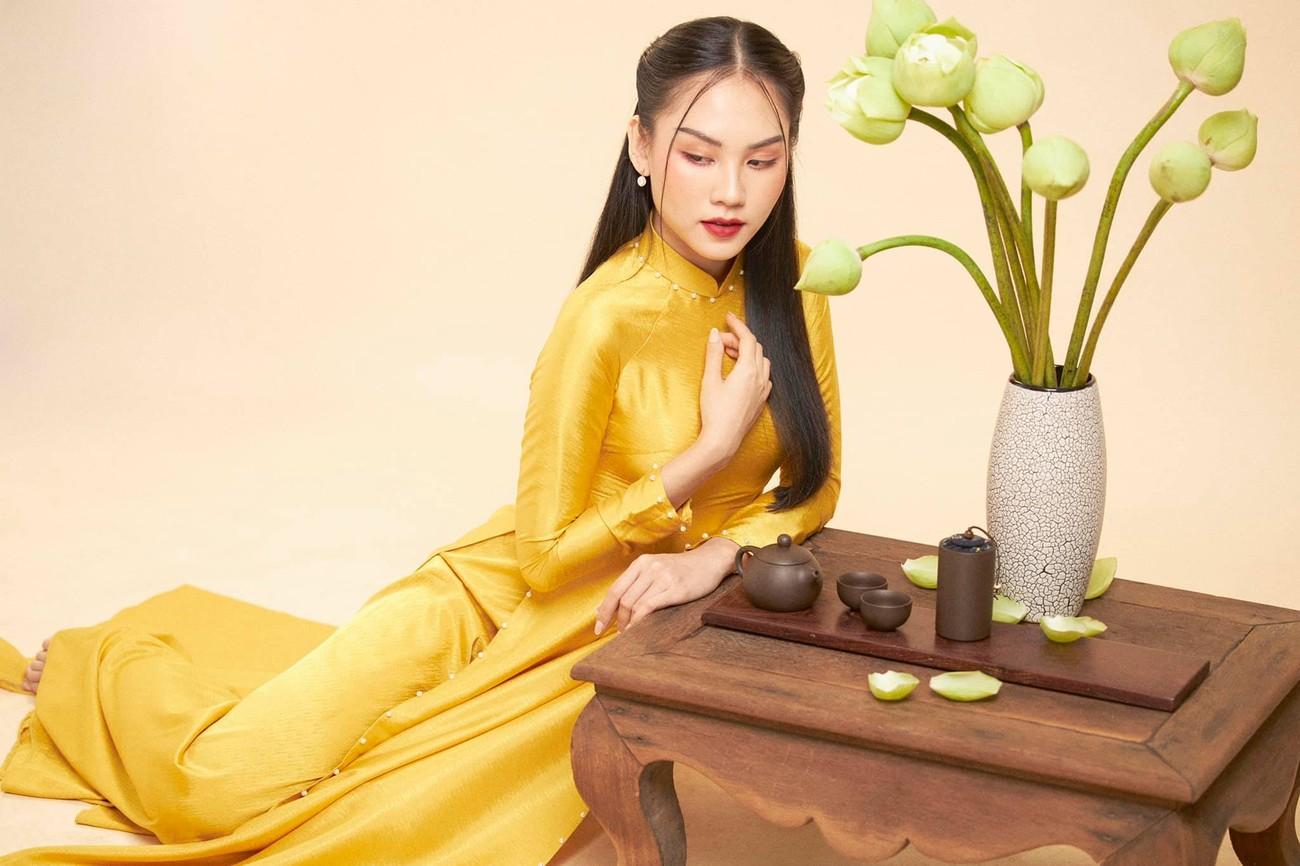 Người đẹp Nhân ái Huỳnh Nguyễn Mai Phương mặc áo dài chụp ảnh bên hoa sen đẹp như tranh ảnh 7