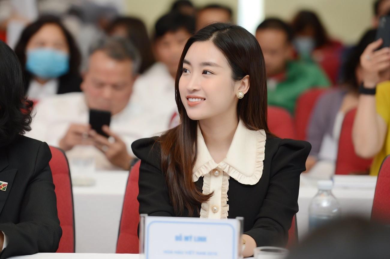Hoa hậu Đỗ Mỹ Linh xinh đẹp rạng rỡ tại họp báo Tiền Phong Marathon 2021 ảnh 2