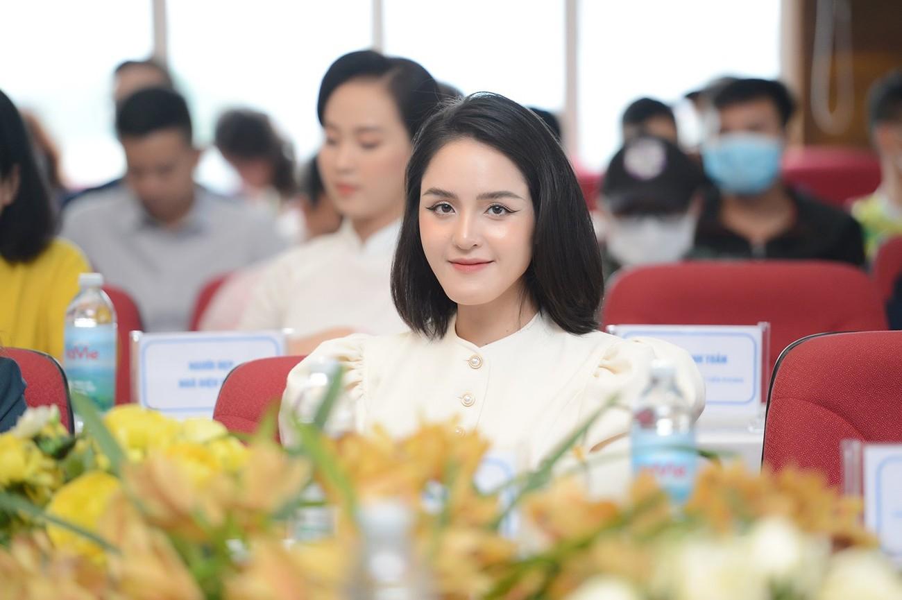 Hoa hậu Đỗ Mỹ Linh xinh đẹp rạng rỡ tại họp báo Tiền Phong Marathon 2021 ảnh 10