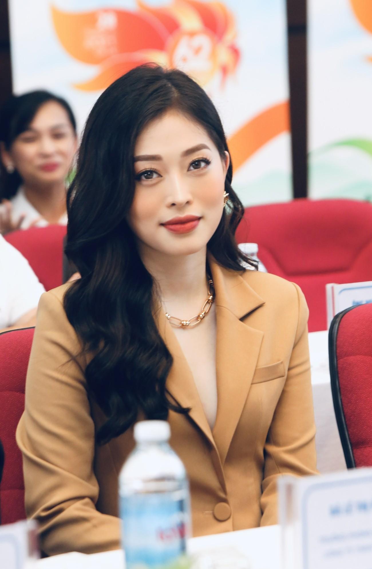 Hoa hậu Đỗ Mỹ Linh xinh đẹp rạng rỡ tại họp báo Tiền Phong Marathon 2021 ảnh 7