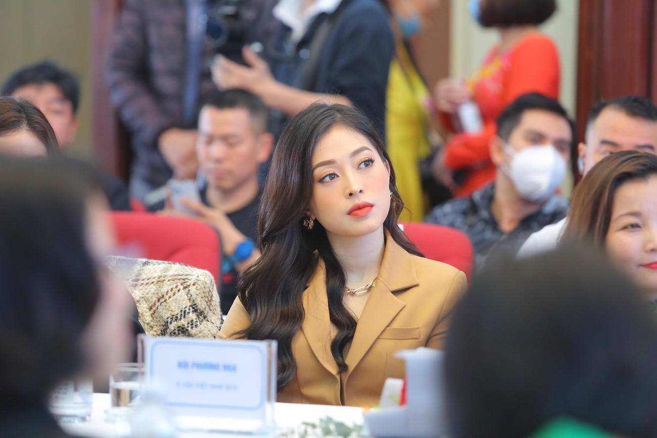 Hoa hậu Đỗ Mỹ Linh xinh đẹp rạng rỡ tại họp báo Tiền Phong Marathon 2021 ảnh 6