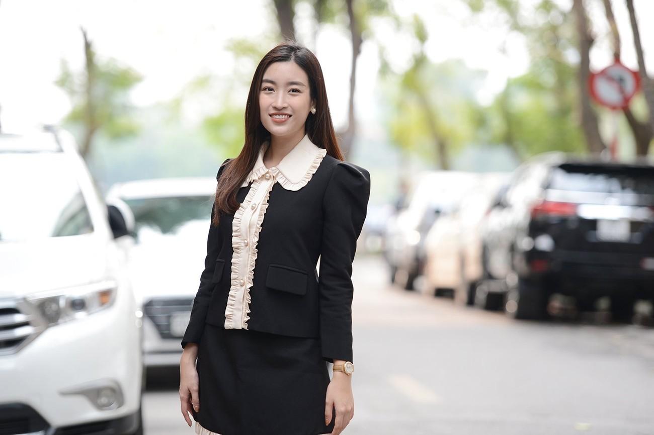 Hoa hậu Đỗ Mỹ Linh xinh đẹp rạng rỡ tại họp báo Tiền Phong Marathon 2021 ảnh 5