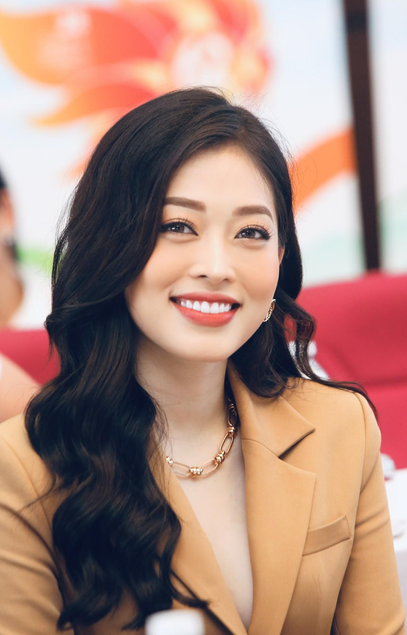 Hoa hậu Đỗ Mỹ Linh xinh đẹp rạng rỡ tại họp báo Tiền Phong Marathon 2021 ảnh 8