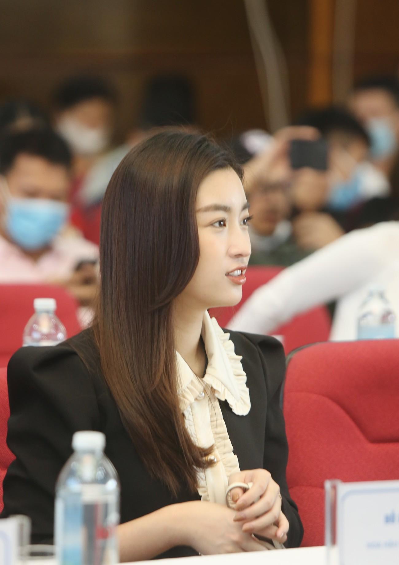 Hoa hậu Đỗ Mỹ Linh xinh đẹp rạng rỡ tại họp báo Tiền Phong Marathon 2021 ảnh 3