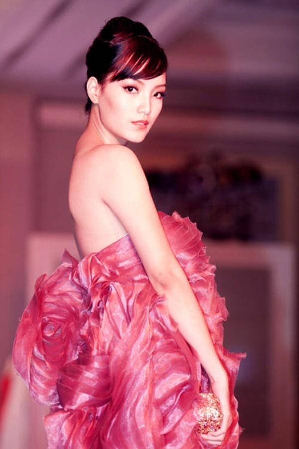 Hai người đẹp giành danh hiệu được yêu thích nhất của Hoa hậu Việt Nam là ai? ảnh 4